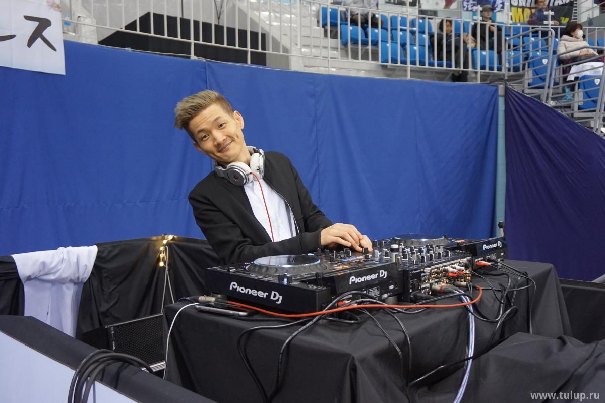 DJ Buzz дает бит
