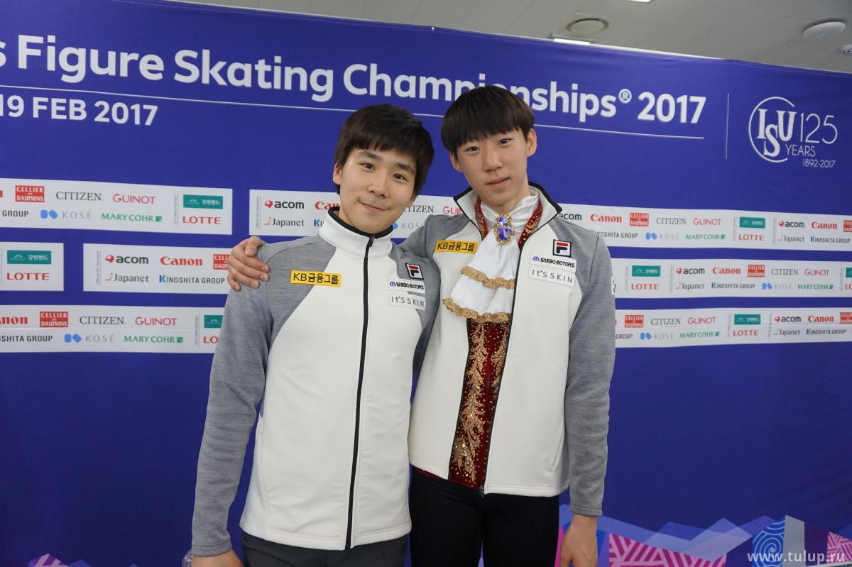 Однофамильцы Lee: June Hyoung и Sihyeong, обнимаются по требованию наглого русского репортера