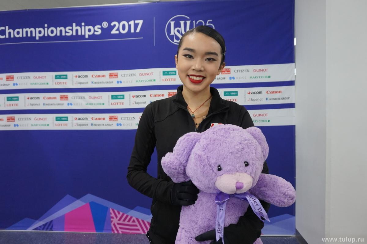 Karen Chen с фиолетовым мишкой