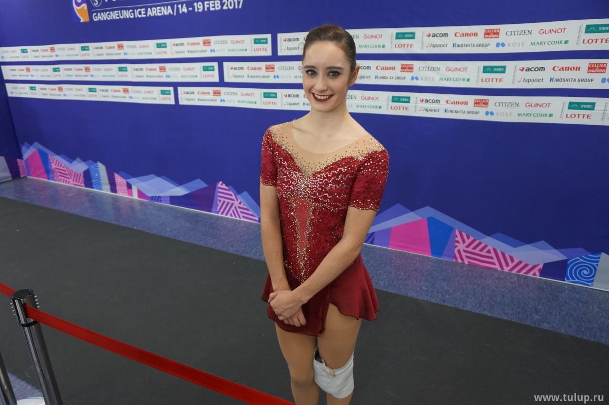 Kaetlyn Osmond с мешком льда на колене