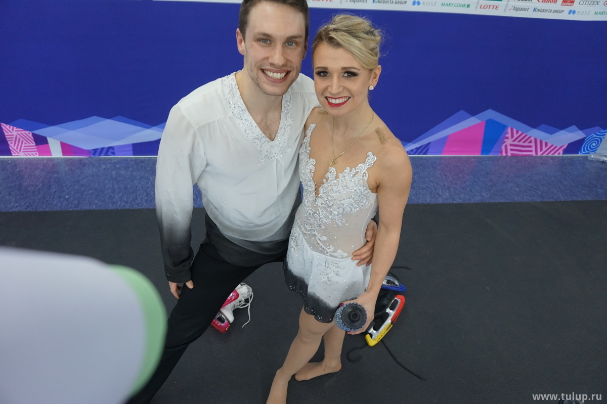 Босые но счастливые Kirsten Moore-Towers — Michael Marinaro