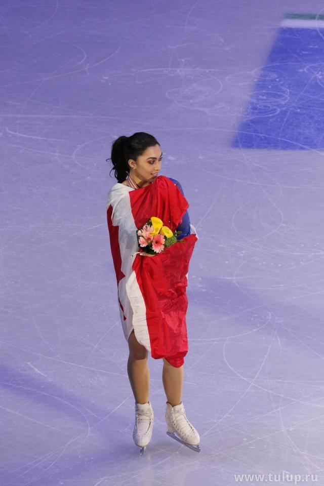 Кусает флаг
