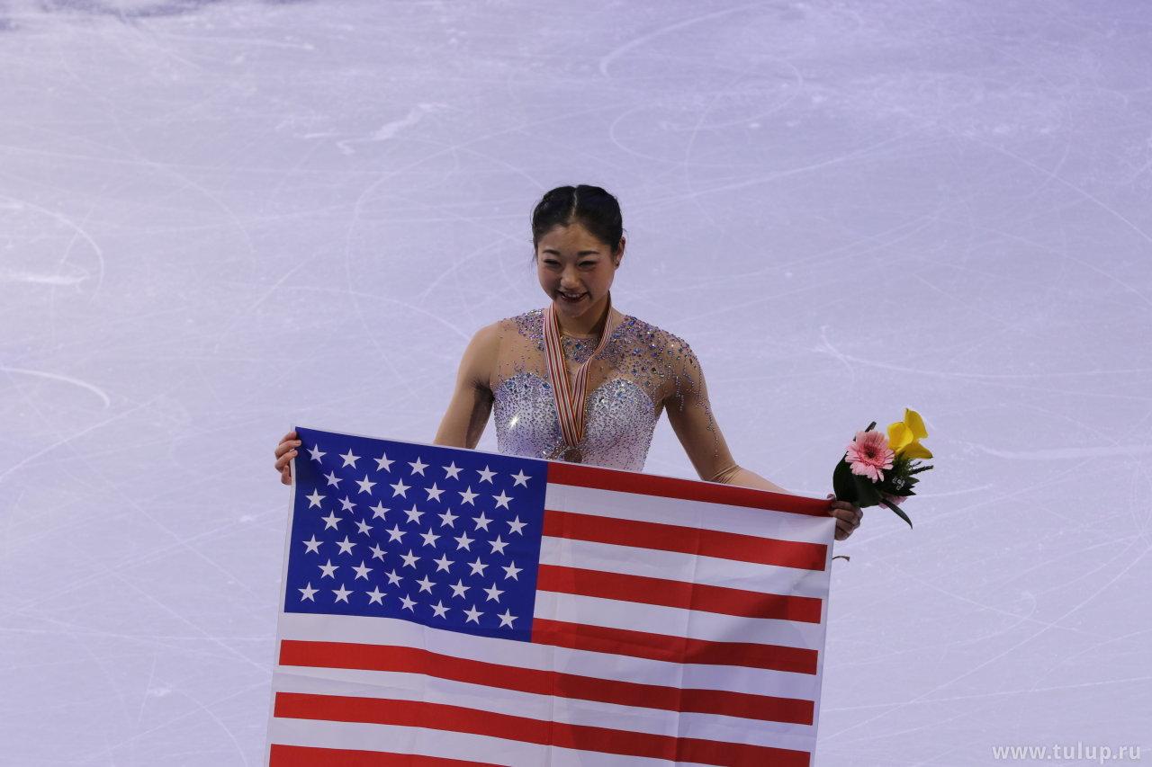 Мираи Нагасу с флагом