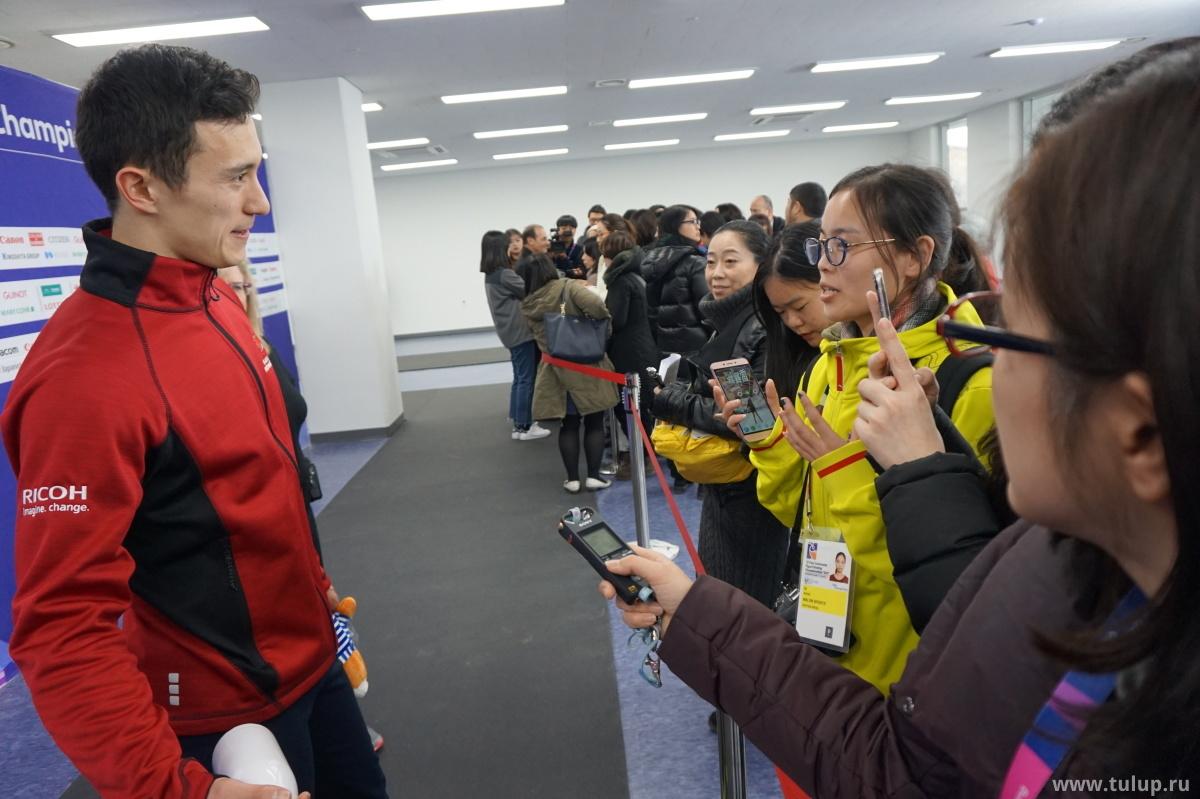 Патрик Чан отвечает на вопросы журналисток