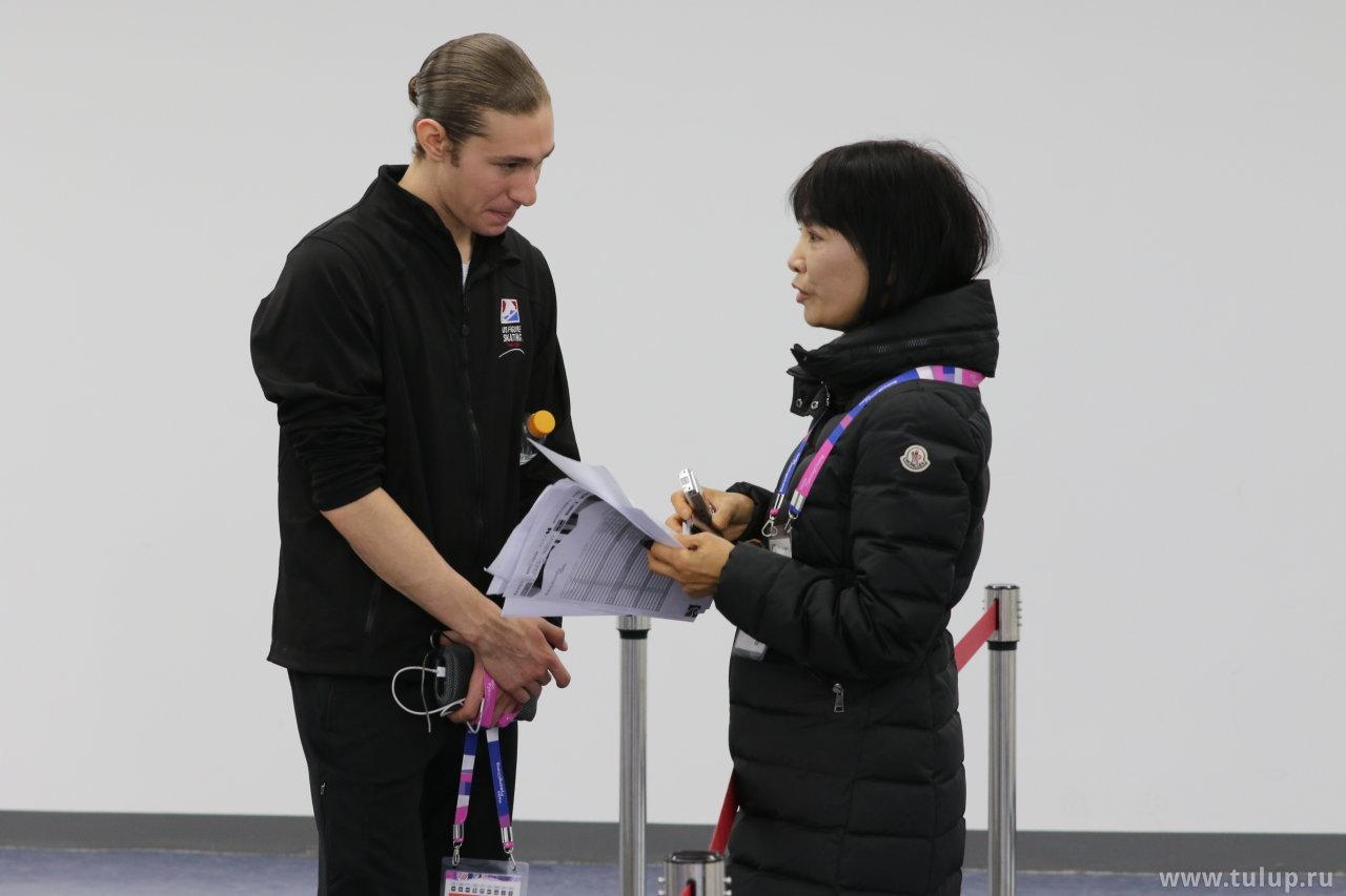 Jason Brown is being interviewed in Japanese