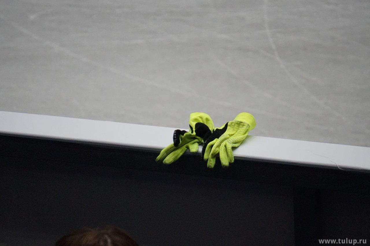 Перчатки Николая Майорова сохнут на борте