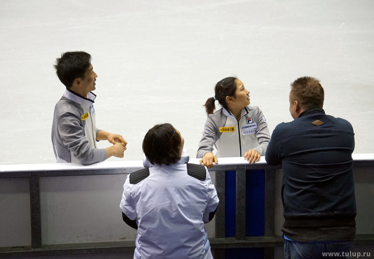 Корейскую пару показывают «по телевизору»