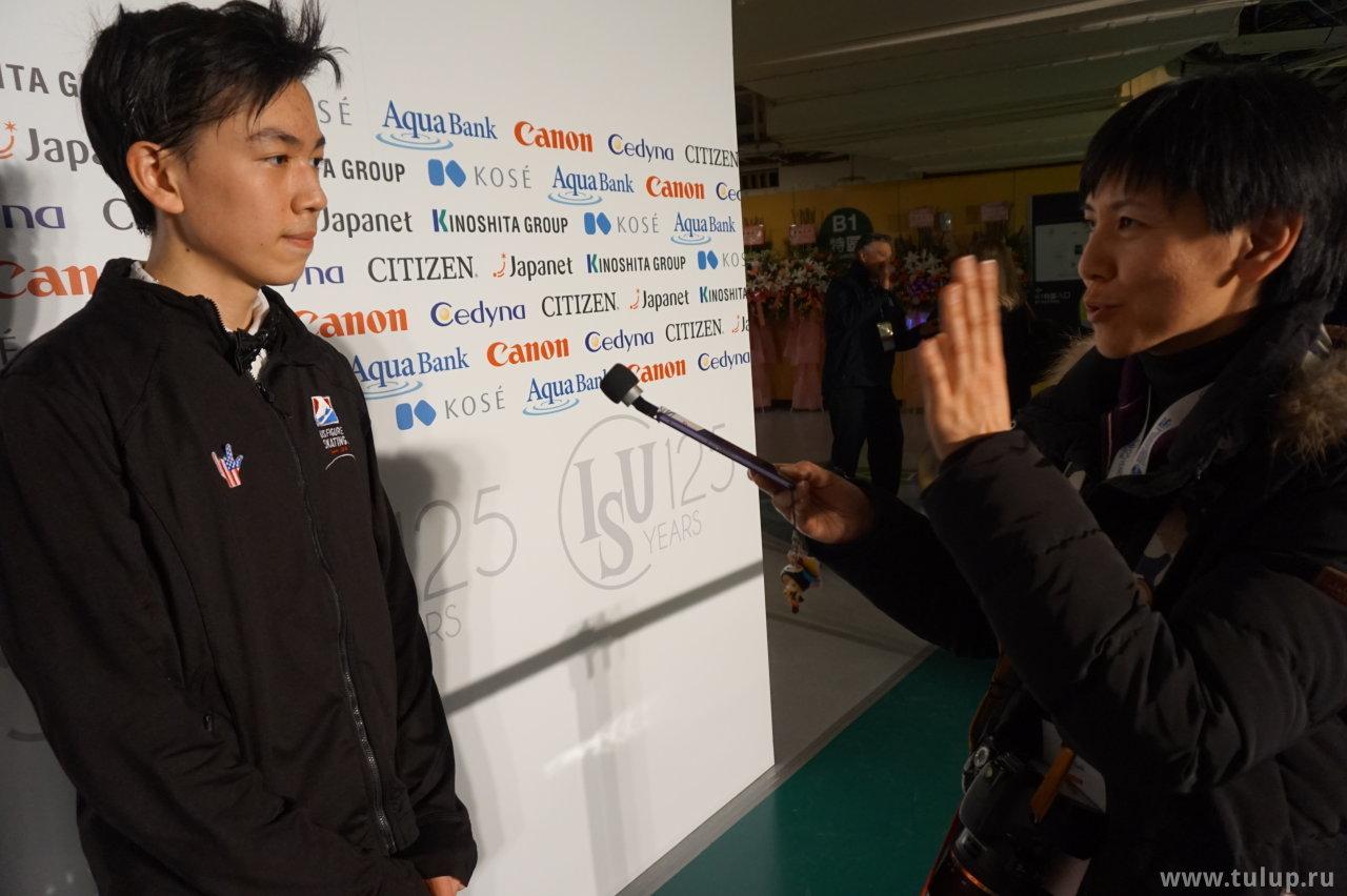 Vincent Zhou выслушивает вопрос на китайском
