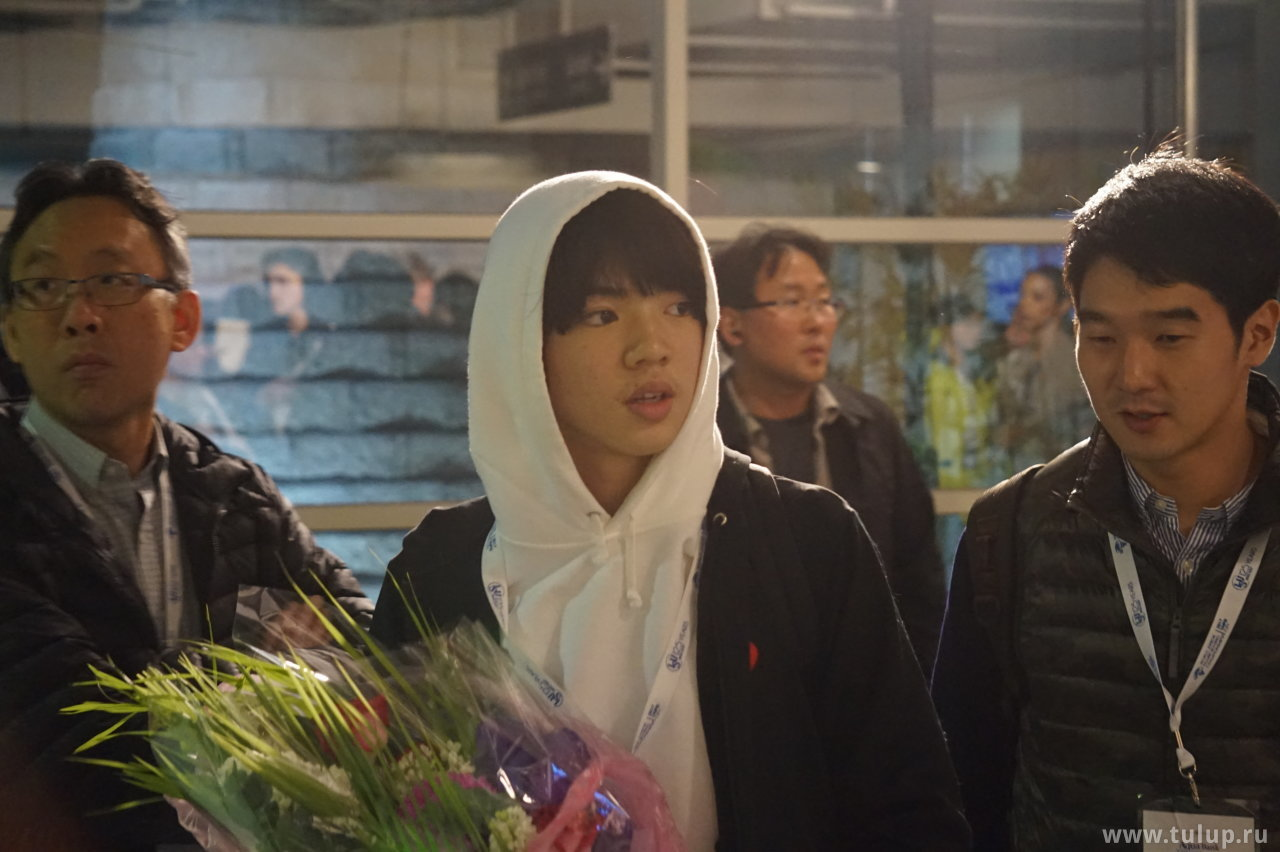 Jun Hwan Cha с букетом