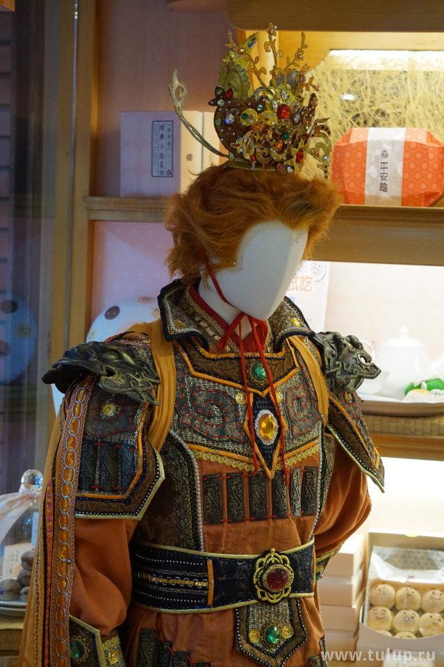 Сунукун — король обезьян из классической поэмы «Путешествие на запад» в магазине лунных блинов