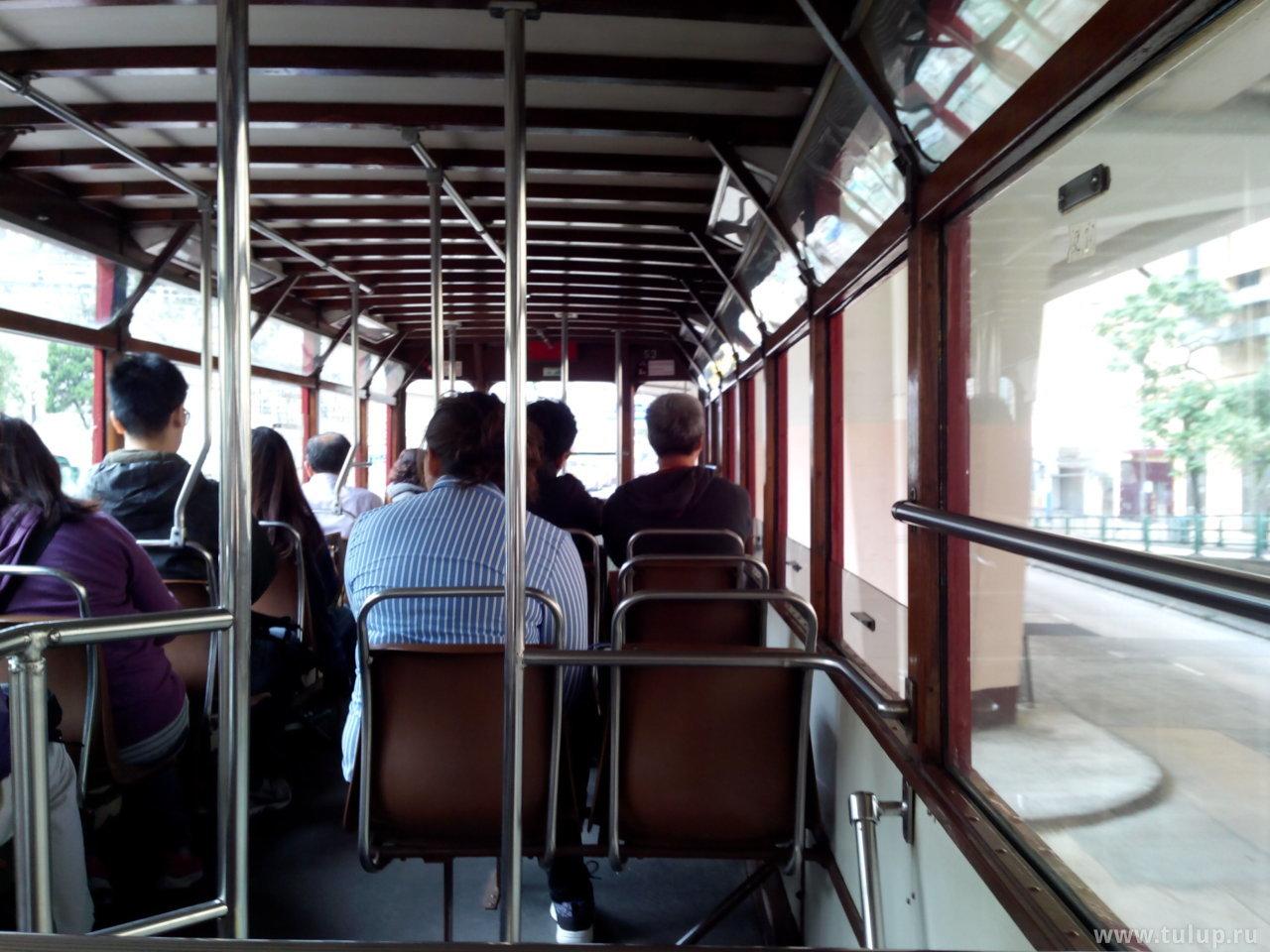 В гонконгском троллейбусе