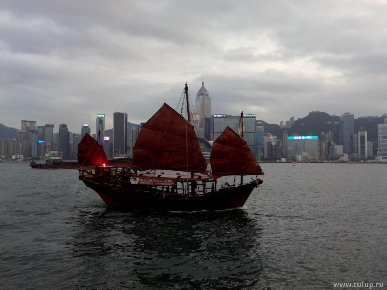 Лодка в традиционном вьетнамском стиле