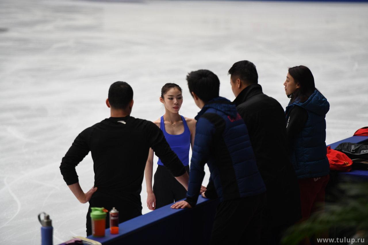 Ю Сяою облизывается на тренера