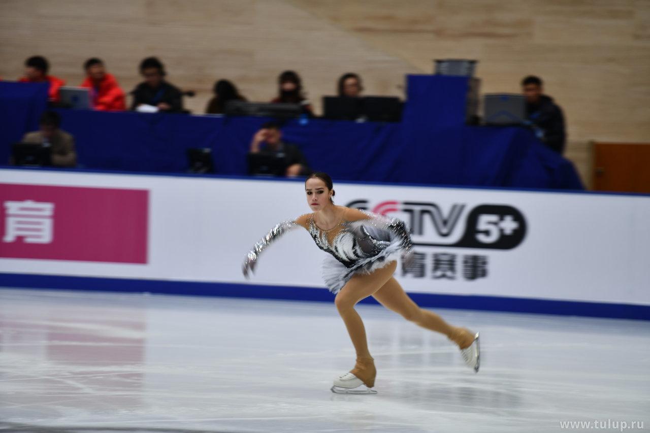 Alina Zagitova разминается