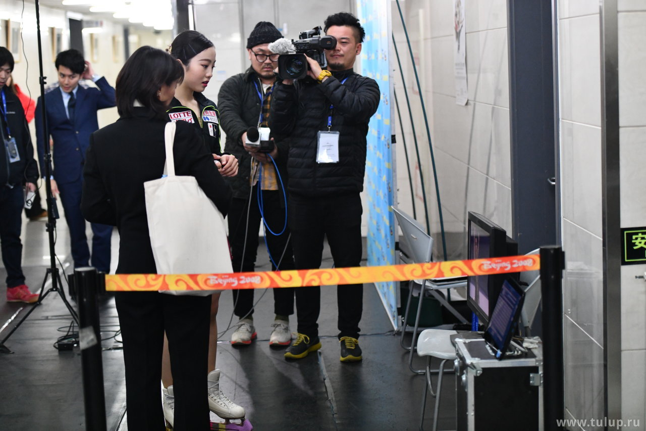 Marin Honda смотрит выступление соперницы