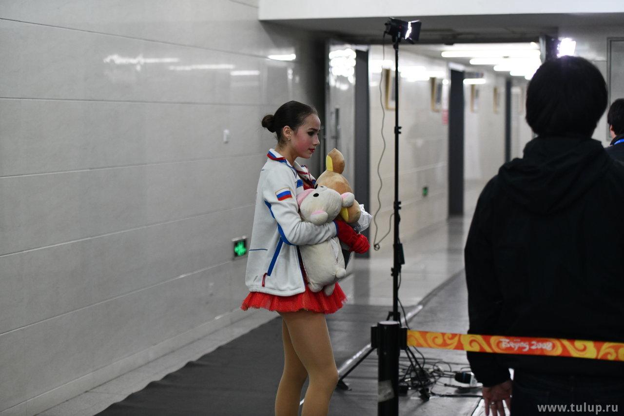 Alina Zagitova с плюшками