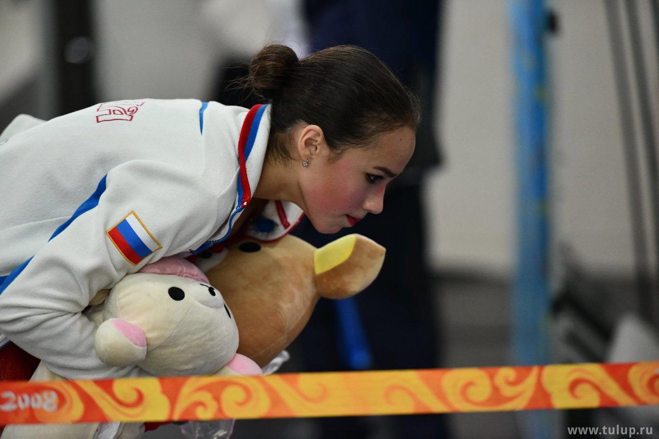 Alina Zagitova изучает оценки