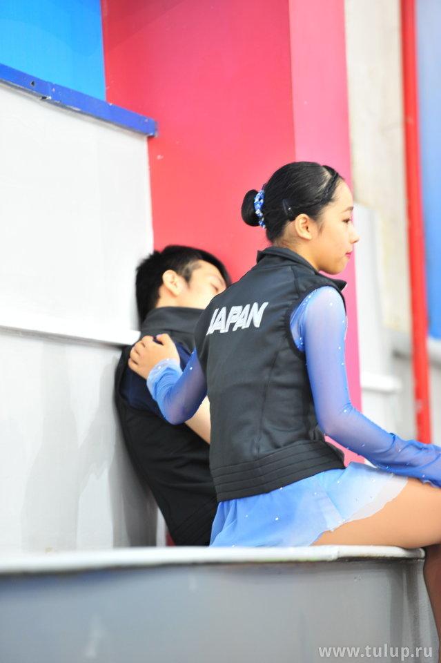 Mako Yamashita утешает товарища по команде