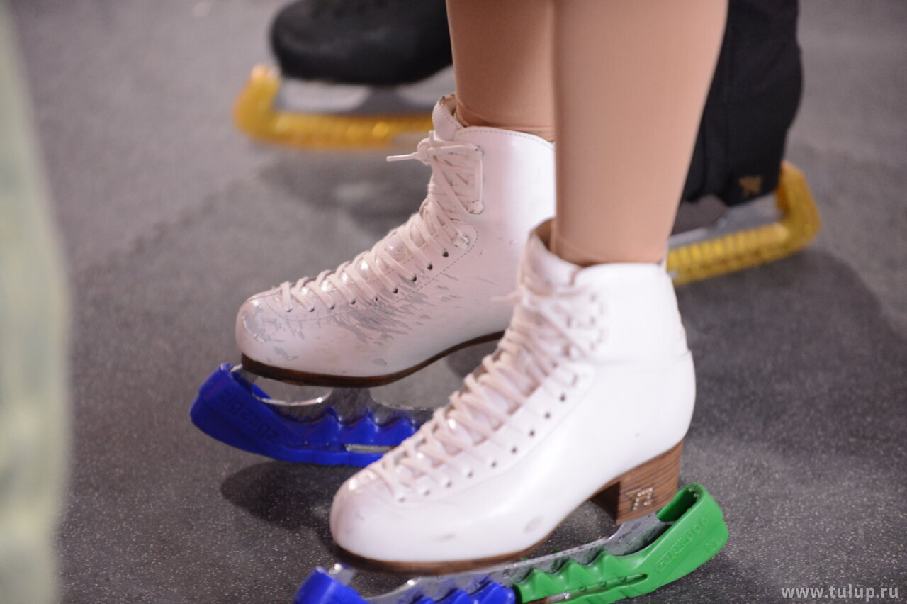 Wenjing's boots battle scars