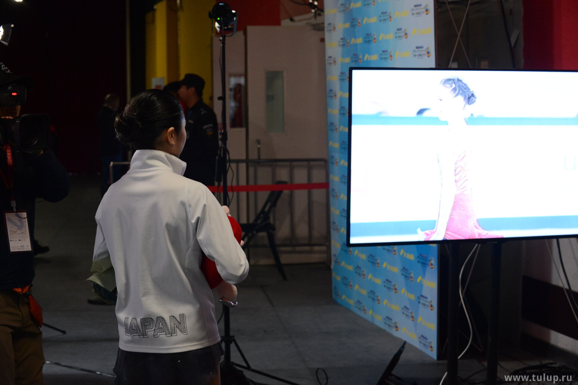 Satoko Miyahara watches Anna's performance on request of Japanese TV