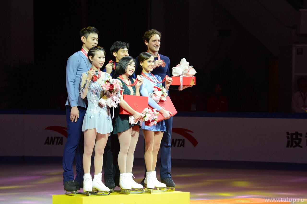 Pairs podium